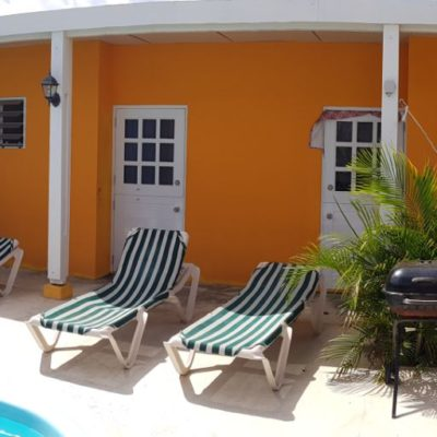 Studentenhuis_Curacao_kamers aan het zwembad