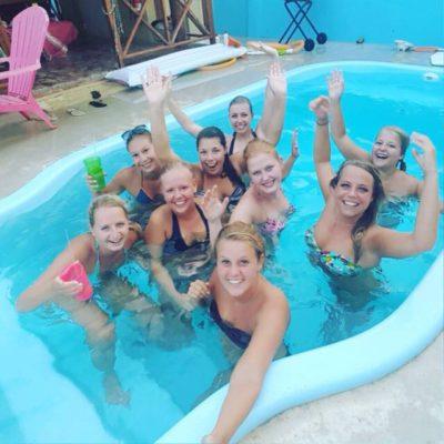 Studentenhuis_Curacao_meiden zwembad 2016